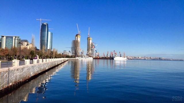 Строительство на набережной в Баку