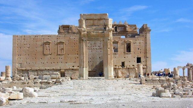 П-образный вход в храм Бела в Пальмире