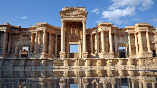 Сцена римского театра в Пальмире, экранированная фасадом с колоннами