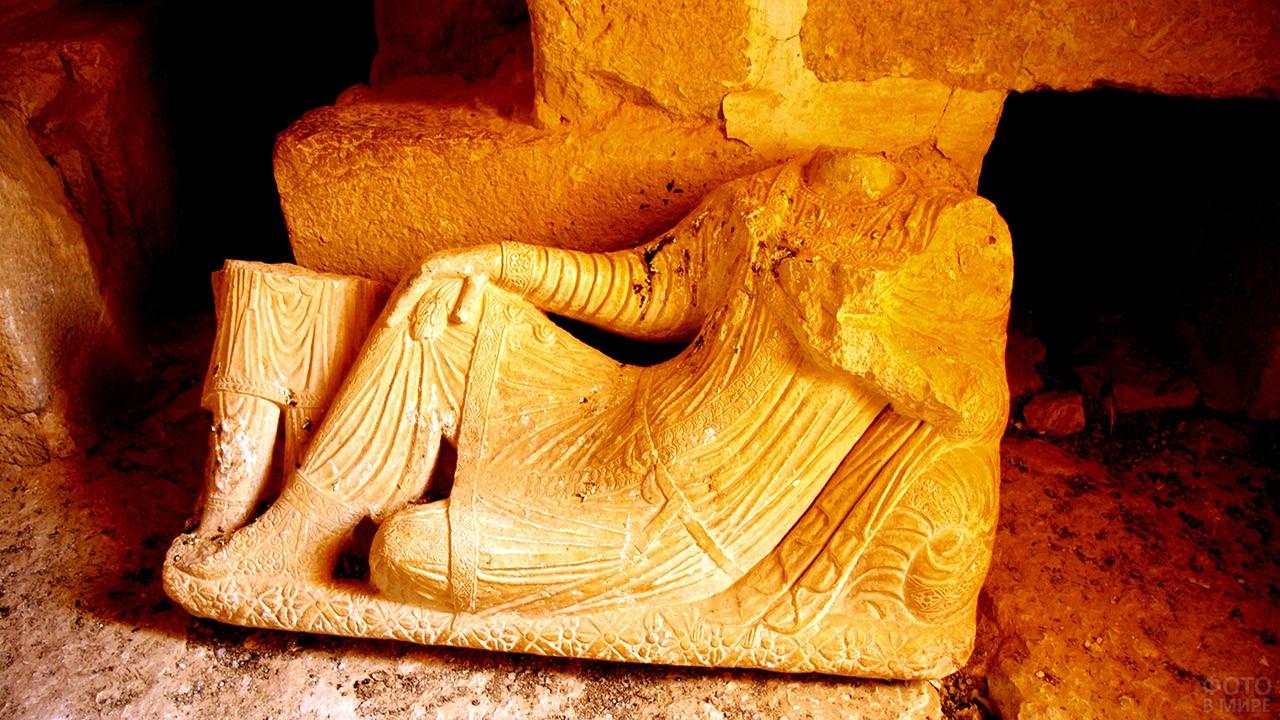 Скульптура души усопшего в погребальной башне Элахбела в Пальмире