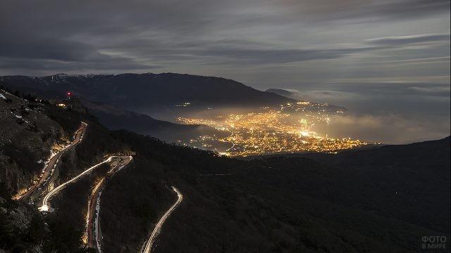 Дорога к горе Ай-Петри в вечернее время