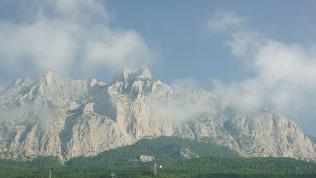 Гора Ай-Петри в тумане