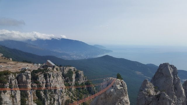 Подвесной мост на горе Ай-Петри