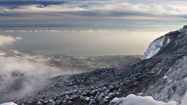 Вид на облака с горы Ай-Петри зимой