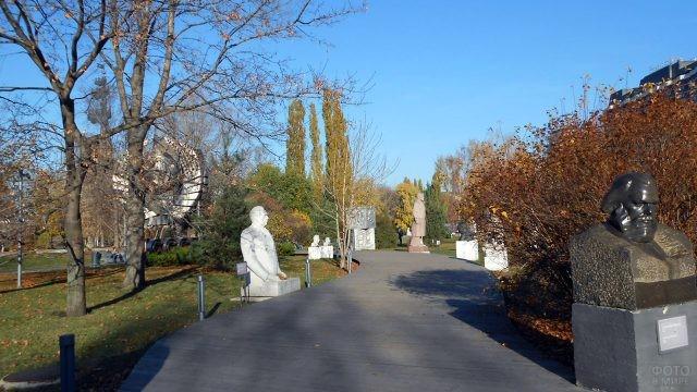 Парк искусств Музеон осенью