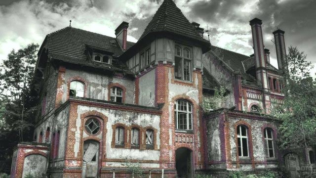 Покинутый трёхэтажный дом