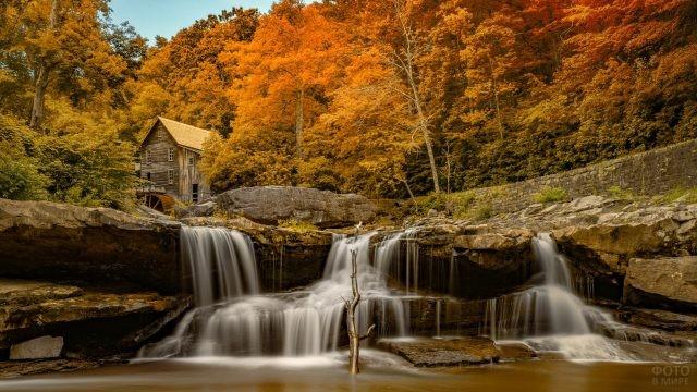 Старая мельница у водопада