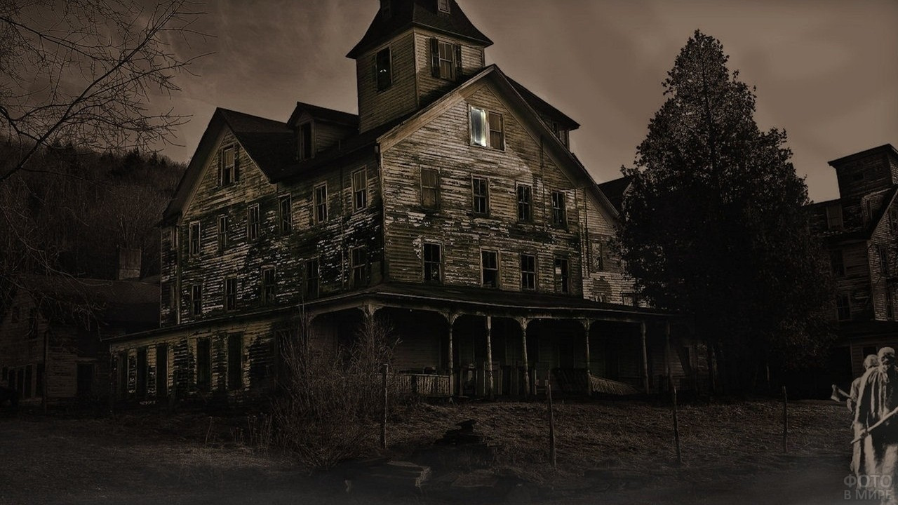 Старый темный заброшенный дом