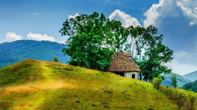 Заброшенный дом в румынской деревне