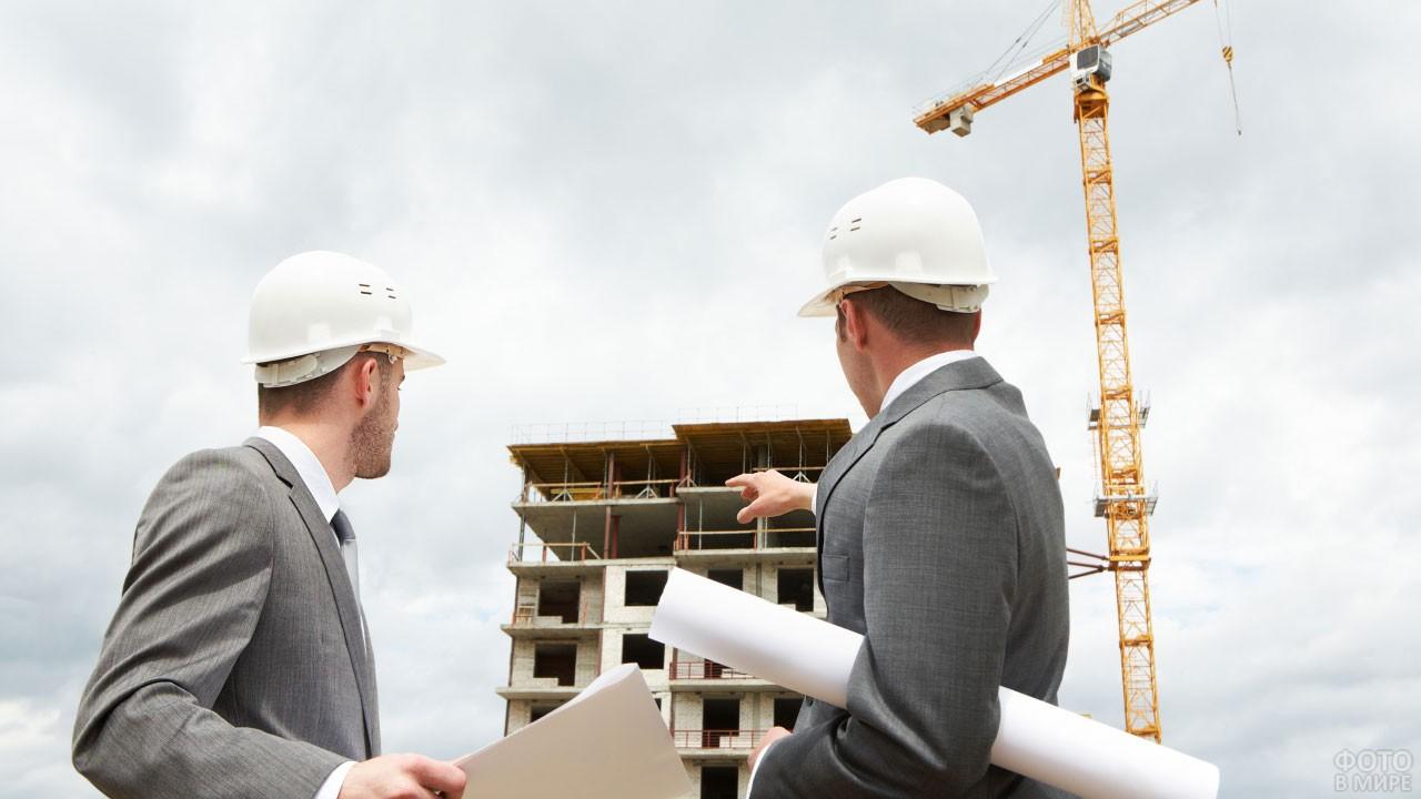 Инженеры-строители на выездном совещании