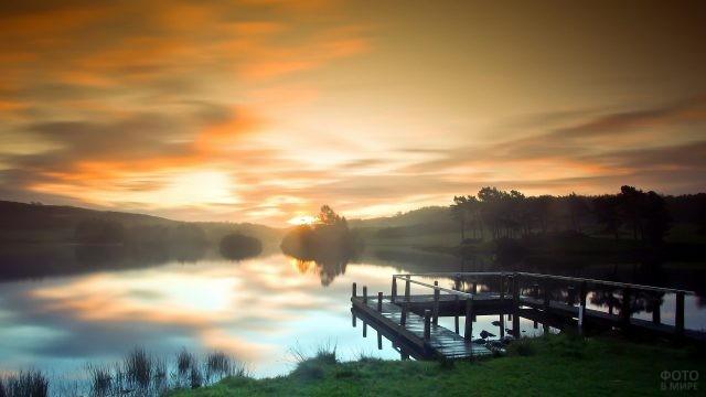 Утренняя дымка над пристанью