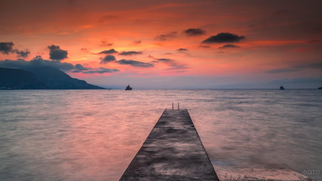 Закат на морском причале