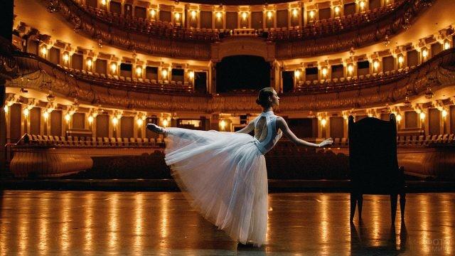 Балерина на сцене Большого театра