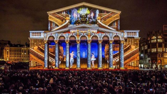 Фестиваль Круг света на фасаде Большого театра