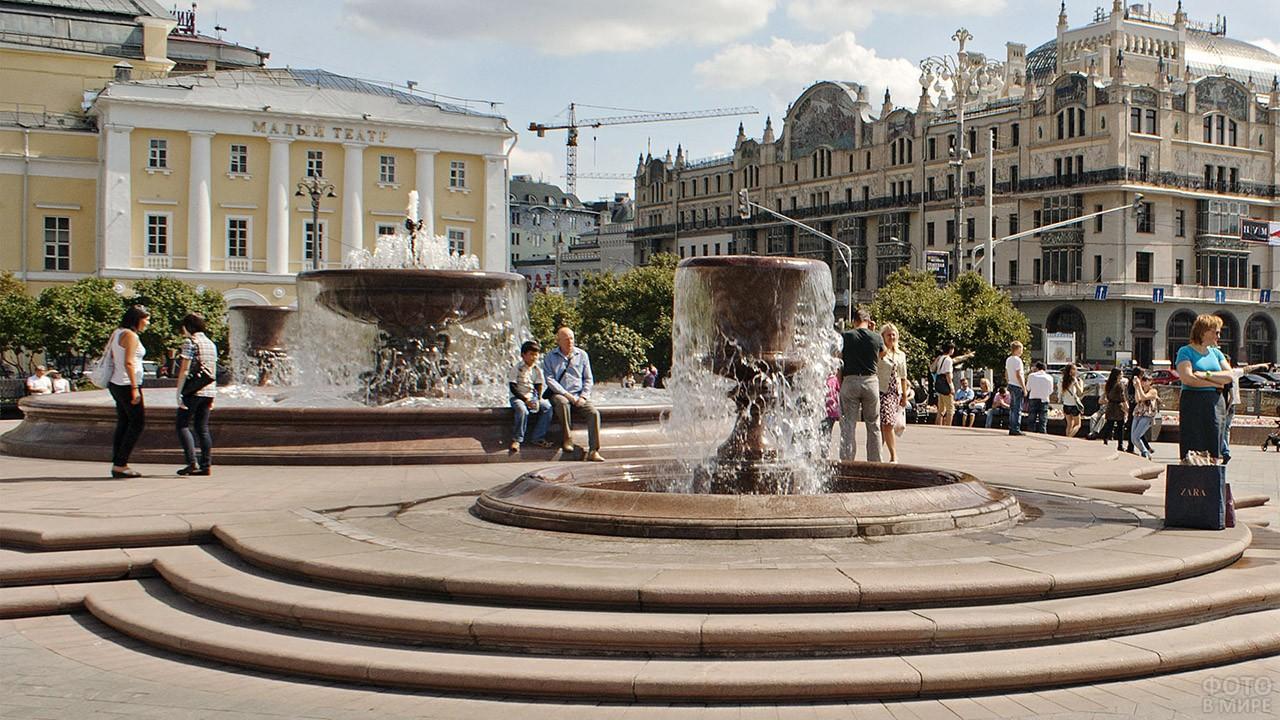 Фонтаны на Театральной площади перед Большим театром