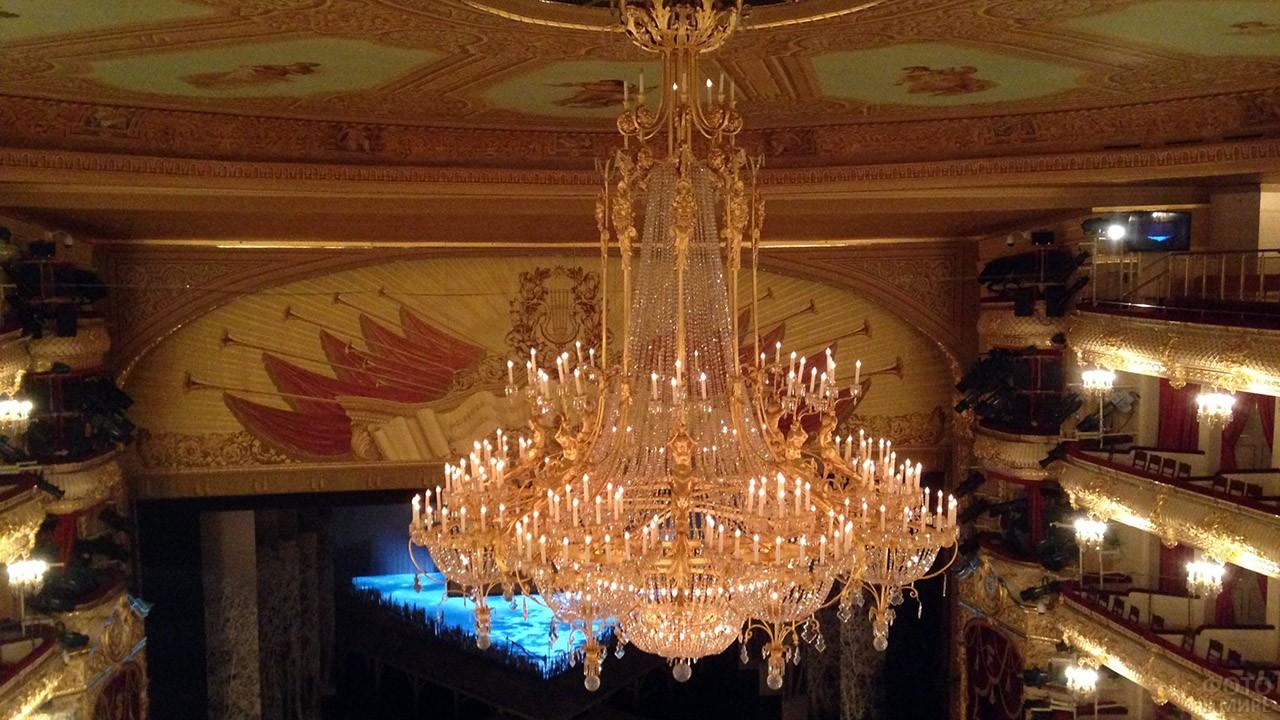 Главная люстра Большого театра