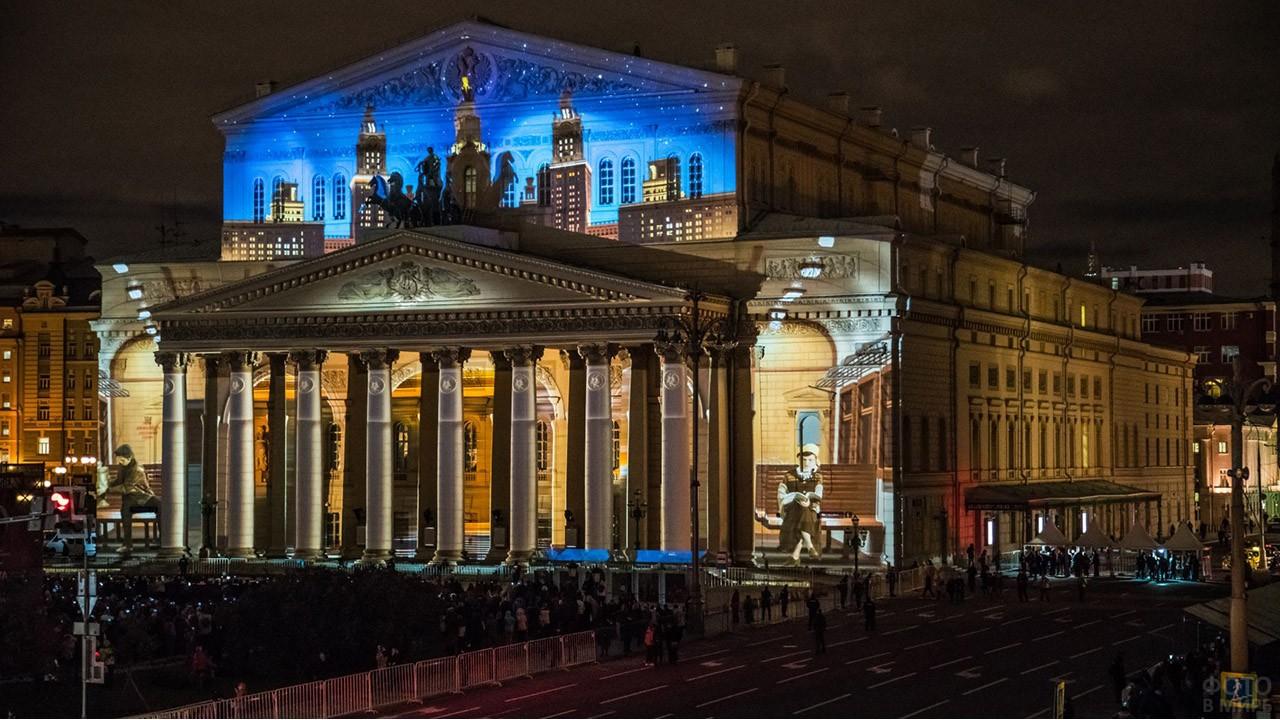 Световое шоу на фасаде здания Большого театра