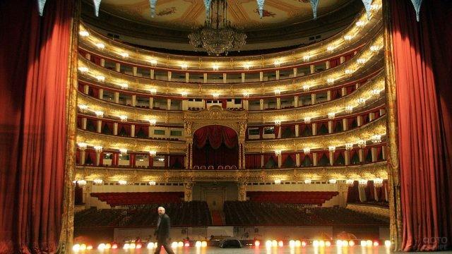 Вид зала со сцены Большого театра