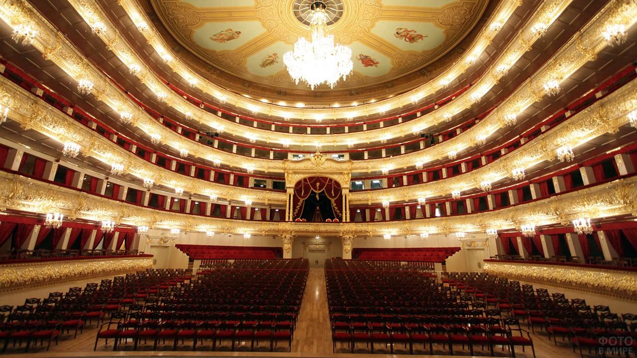 Зрительный зал в Большом театре