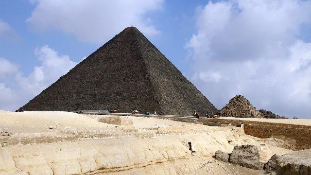 Руины вокруг пирамиды Хеопса