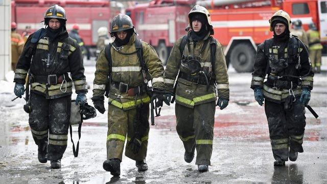 Герои-пожарные на Зимней вишне
