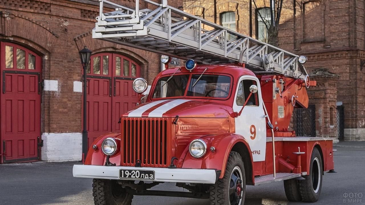 Пожарный ГАЗ-51 автолестница