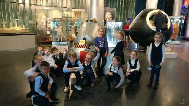 Школьники отмечают День космонавтики тематической экскурсией в музей