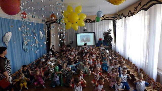 Весёлый утренник в детском саду на День авиации и космонавтики 12 апреля