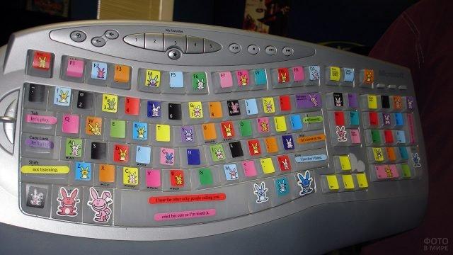 Украшенная к 1 апреля клавиатура коллеги