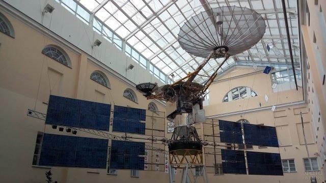 Космический спутник в Центральном музее связи имени Попова