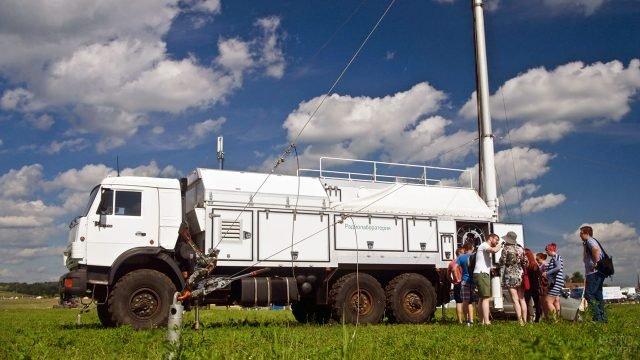 Мобильная базовая станция связи на музыкальном фестивале в Подмосковье