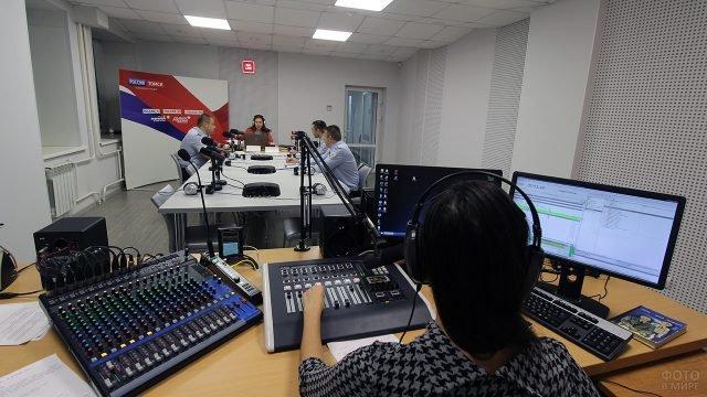 Праздничный эфир томской радиостанции Маяк в День Радио