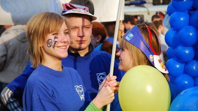 Радостные студенты-радиотехники в День Радио в Томске