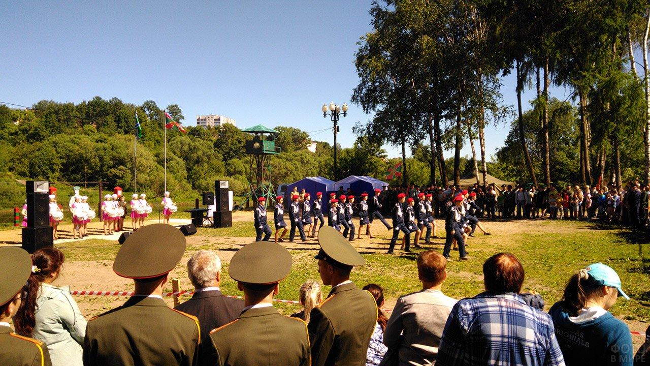Выступление кадетов в День пограничников на Ржевской заставе