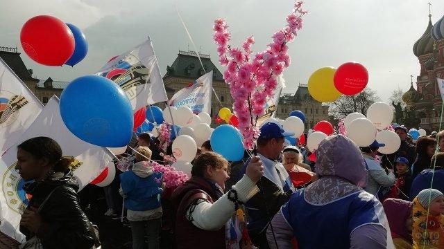 Праздничные гулянья 1 мая на Красной площади