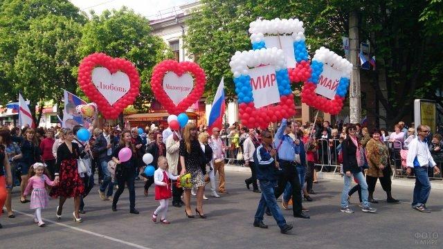 Праздничный парад на первое мая в Симферополе