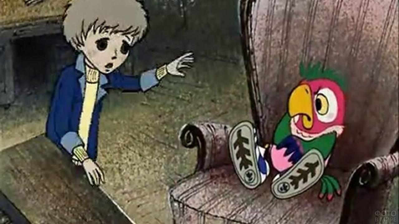 Попугай Кеша развалился на кресле