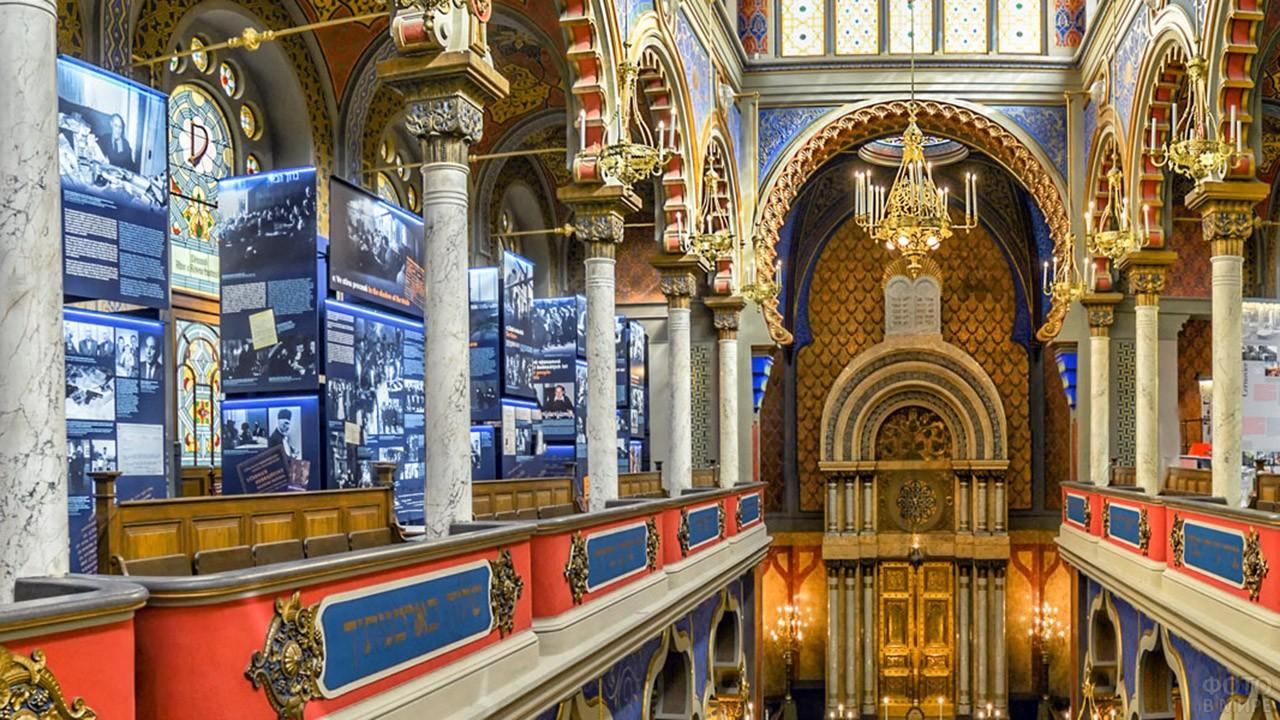 Музейная экспозиция в Иерусалимской синагоге в Праге