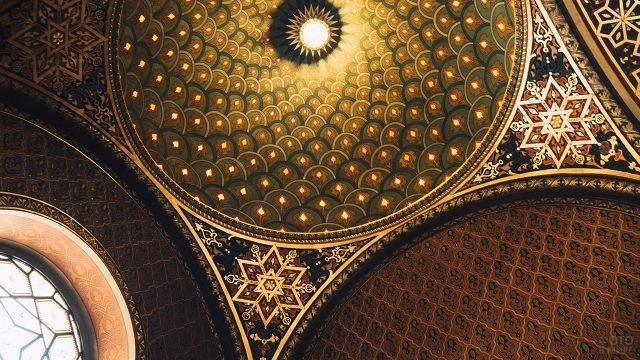 Роспись потолка Испанской синагоги в квартале Йозефов