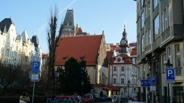 Староновая синагога и ратуша в квартале Йозефов
