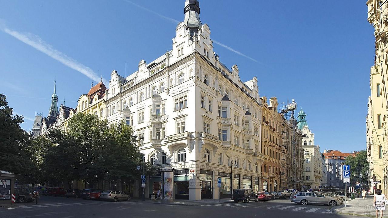 Здание на углу улицы Парижской в квартале Йозефов