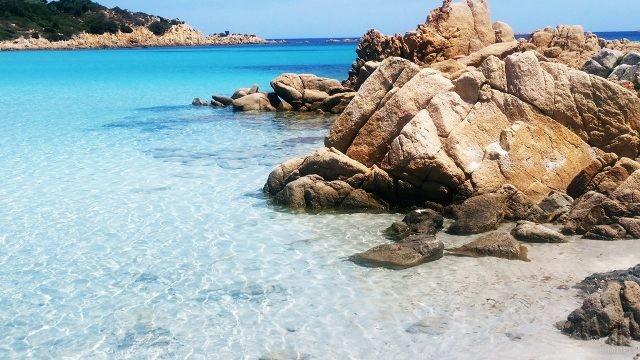 Мелководье пляжа на острове Сардиния