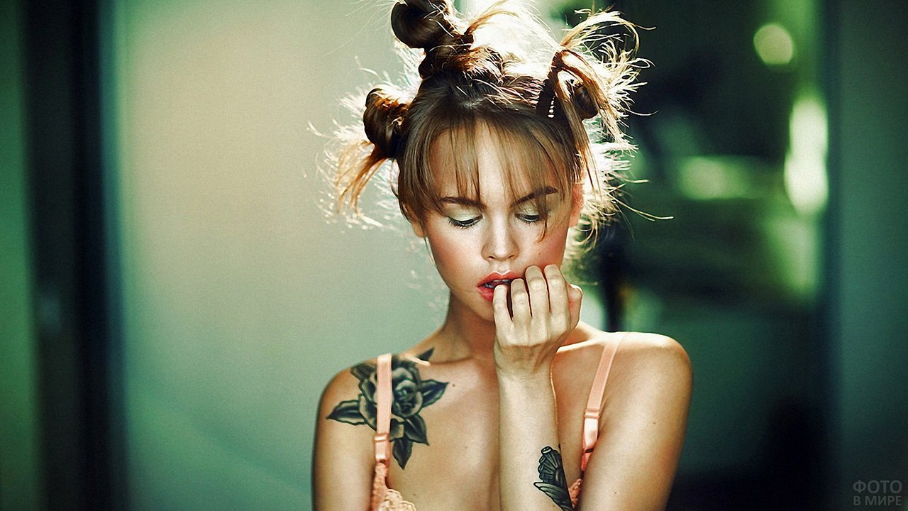 Анастасия Щеглова с татуировками
