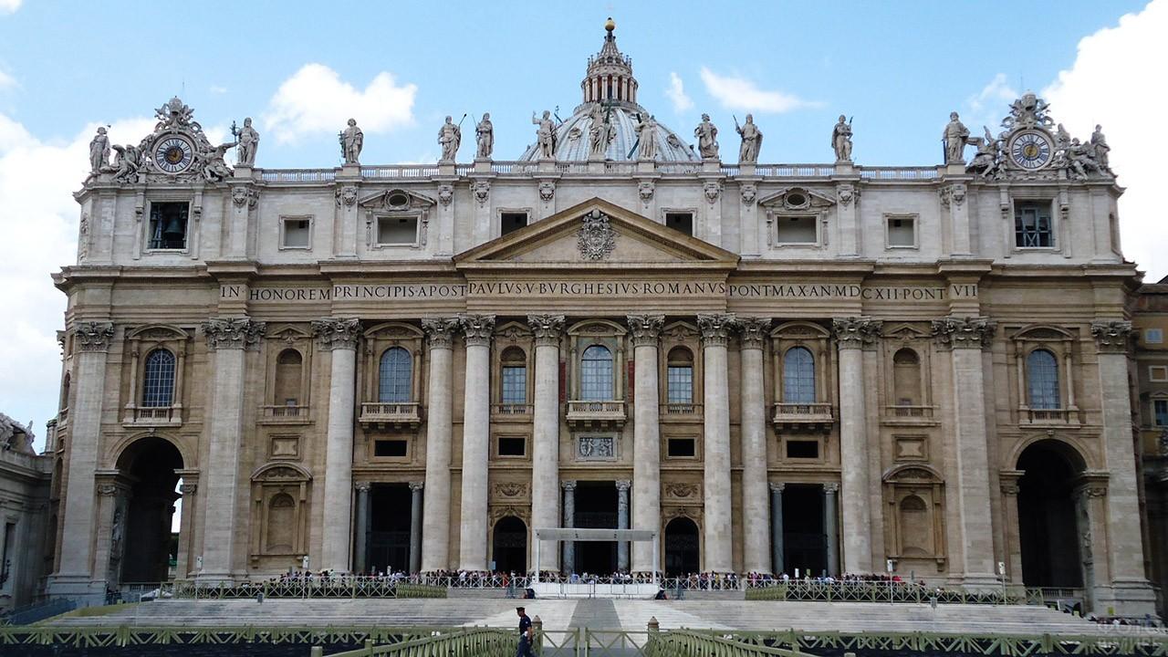 Фасад Мадерна Базилики Святого Петра