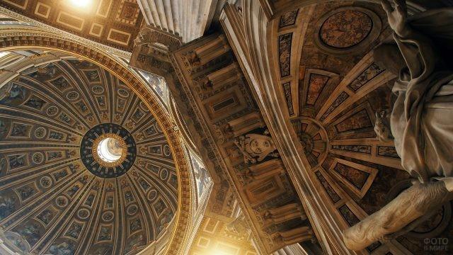 Роспись потолка и стен в Базилике Святого Петра