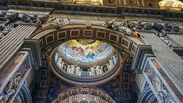 Скульптуры и роспись в убранстве Собора Святого Петра