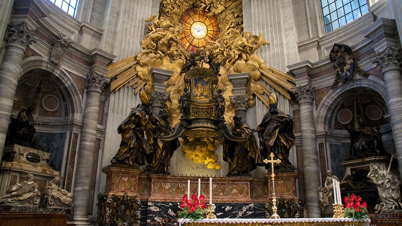 Трон Святого Петра в Базилике его имени в Ватикане