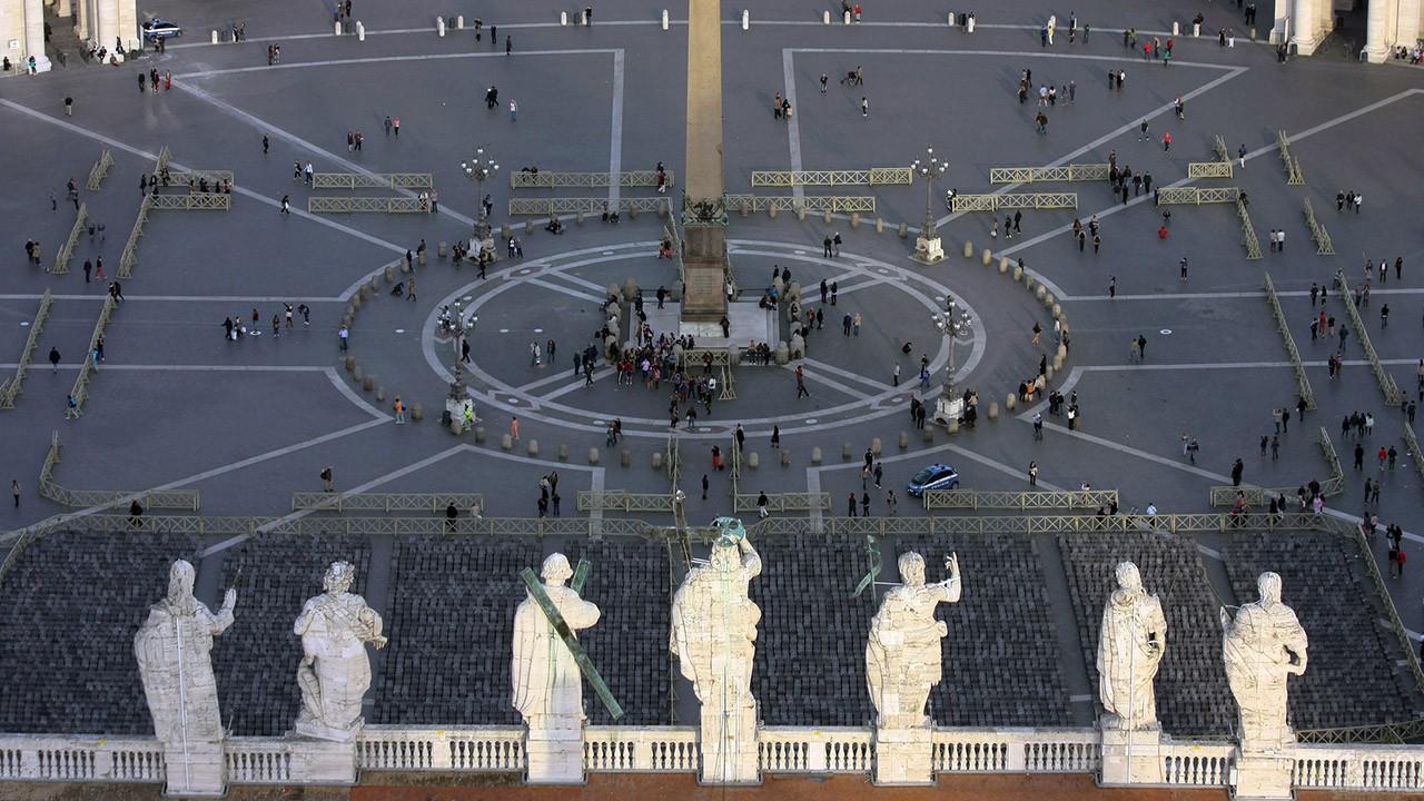 Вид с Базилики Святого Петра на площадь