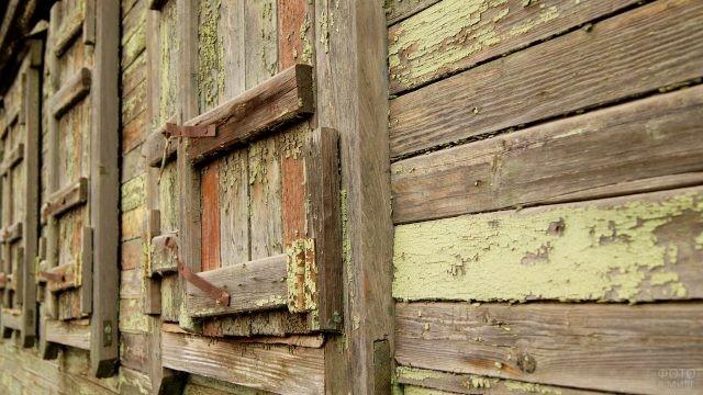 Забитые окна старого дома