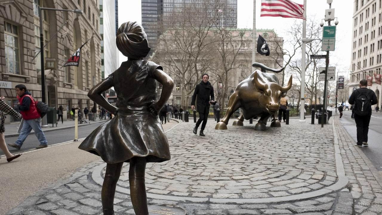Бесстрашная девочка и бык на Уолл-стрит